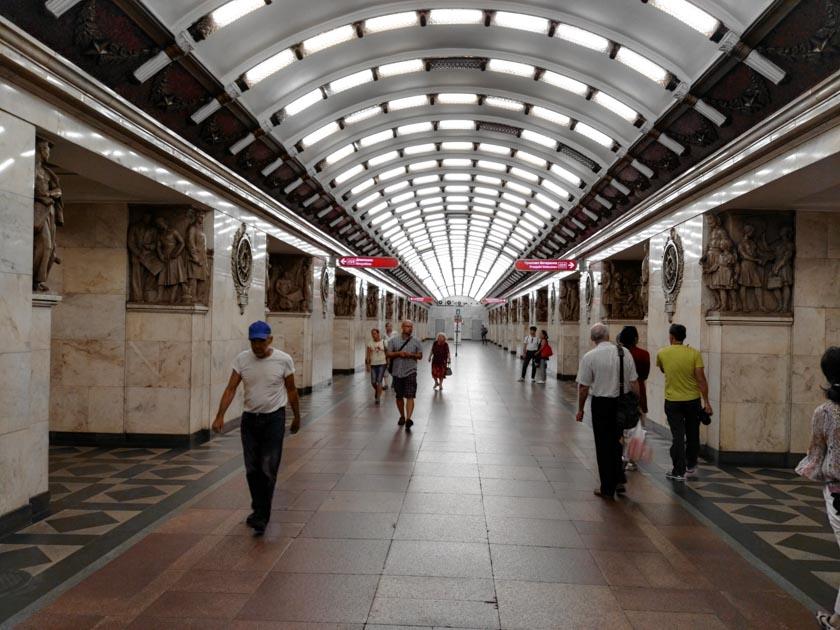 Maravillosas las estaciones del metro de San Petersburgo