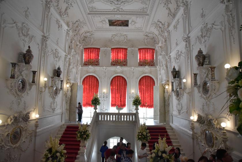 Escalera blanca del palacio de Santa Catalina