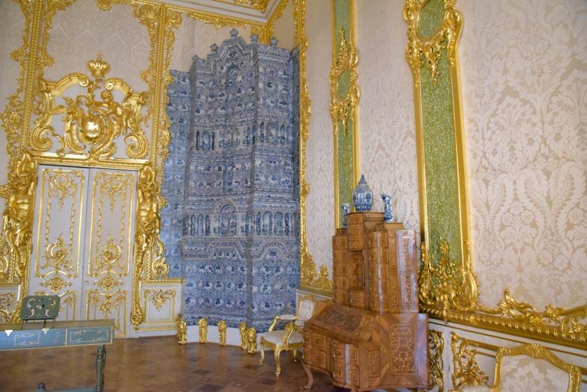 Detalle de las estufas del palacio