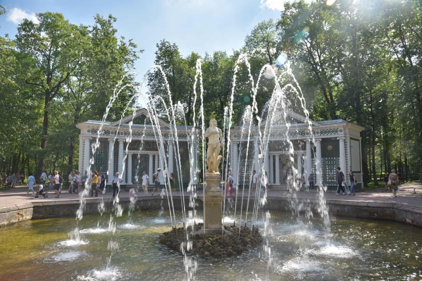 Detalles de las fuentes de Peterhof