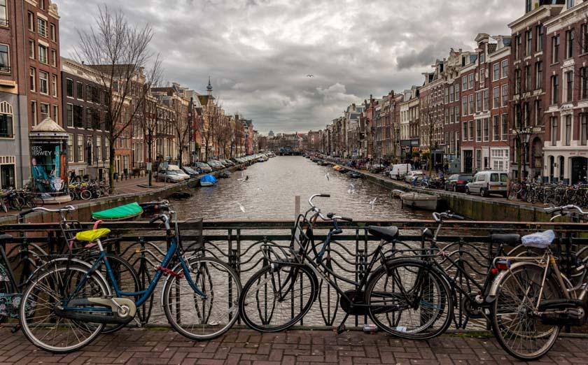 Uno de los canales de Ámsterdam