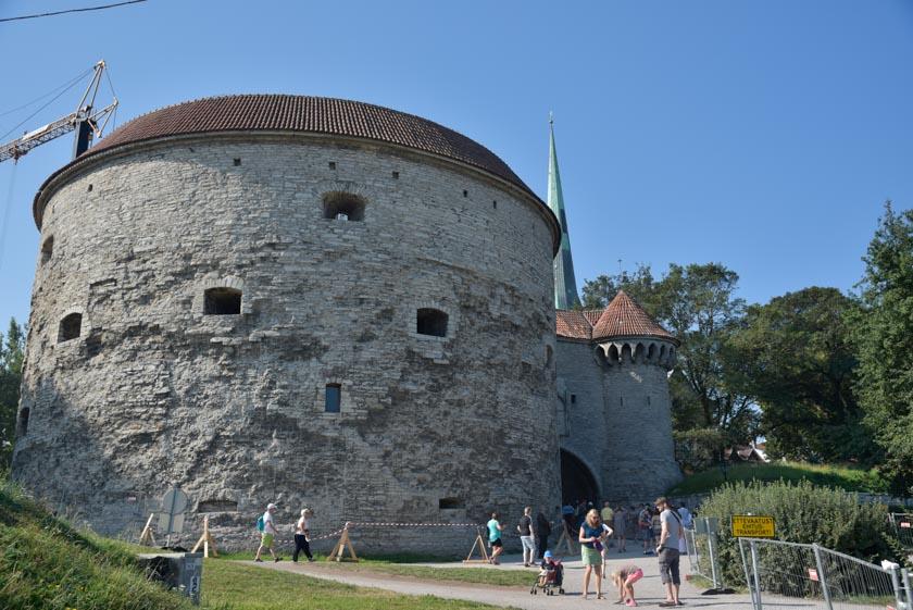 Una increíble torre para dar acceso a la ciudad