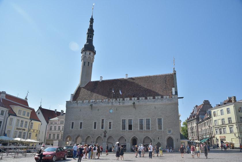 El edificio del Ayuntamiento de Tallin nos encantó