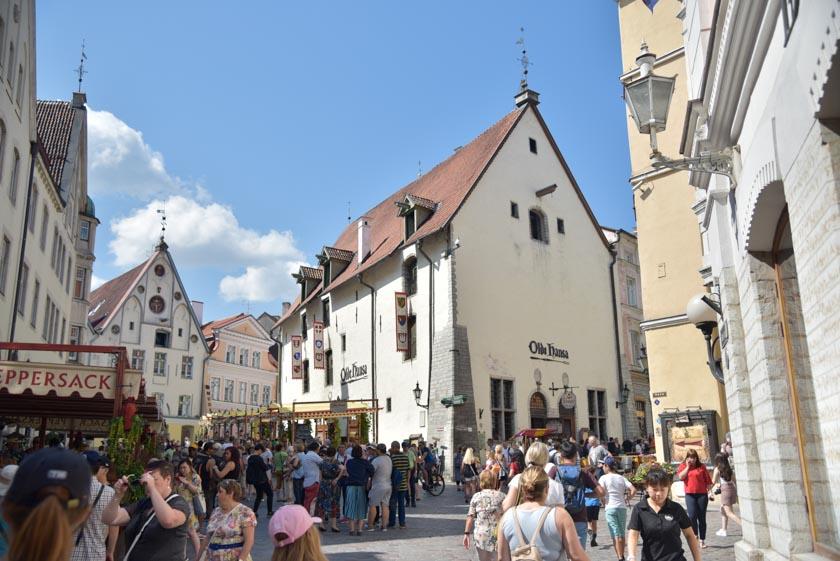 Restaurante Olde Hansa, uno de los más conocidos de la ciudad
