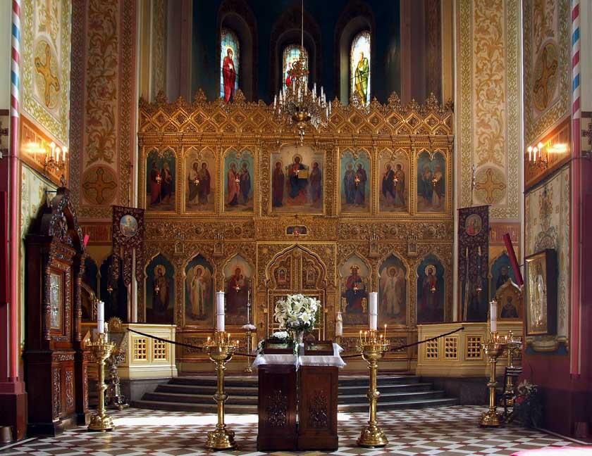 Impresionante altar de la Catedral de Alexander Nevski