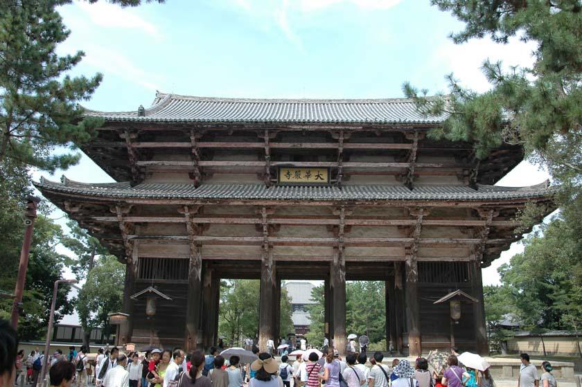 Puerta de entrada al recinto de Todaiji