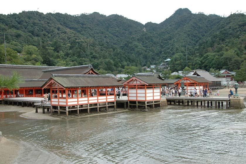 Vista general del santuario de Itsukushima