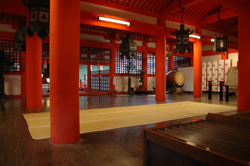 Interior de uno de los edificios de Itsukushima
