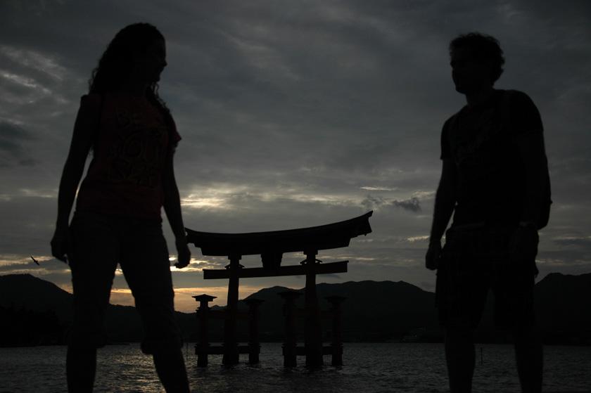 Jugando con la cámara en el torii de Miyajima