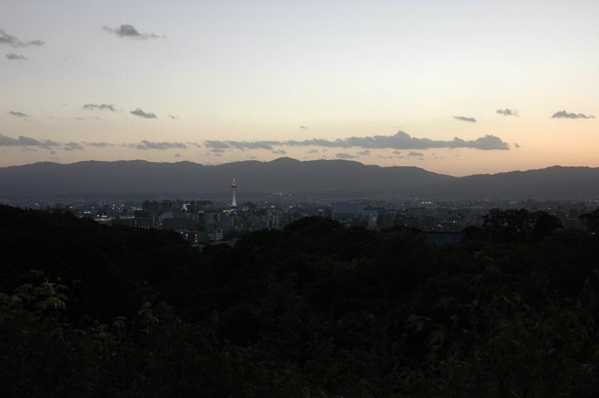 Cae la noche en Kioto. Vistas desde Kiyomizudera