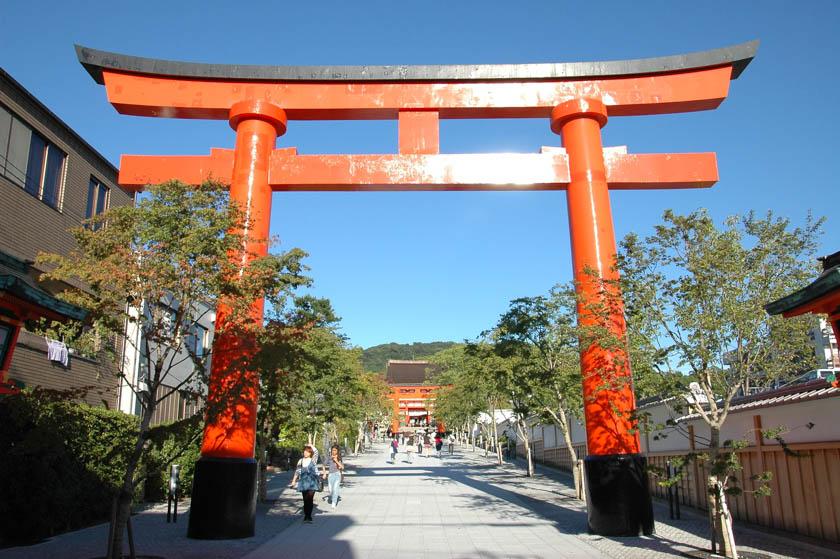 Uno de los dos toriis de entrada a Fushimi Inari