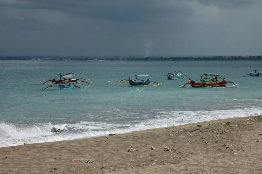 La primera playa que vimos en Bali, no fue muy bonita