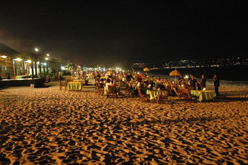 Cena a pie de playa en Uluwatu