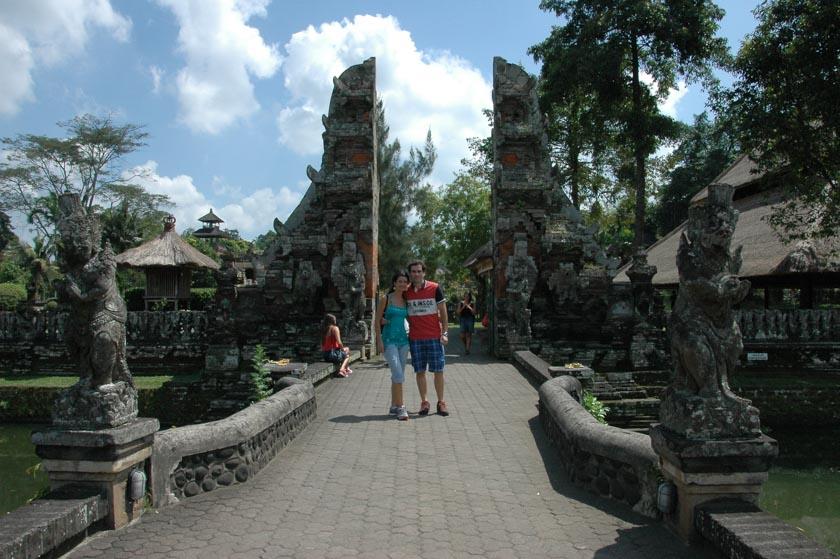 Posando en Pura Taman Ayun