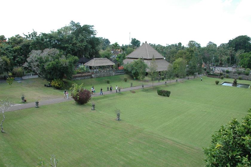 Vistas de los jardines de Pura Taman Ayun