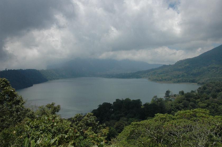 Preciosa estampa del lago Buyan