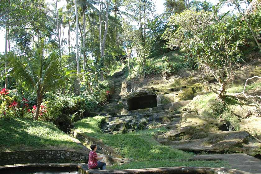 Increíble paisaje en el interior de Goa Gajah