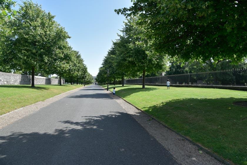 Visitando un parque en los alrededores de Kilmainham