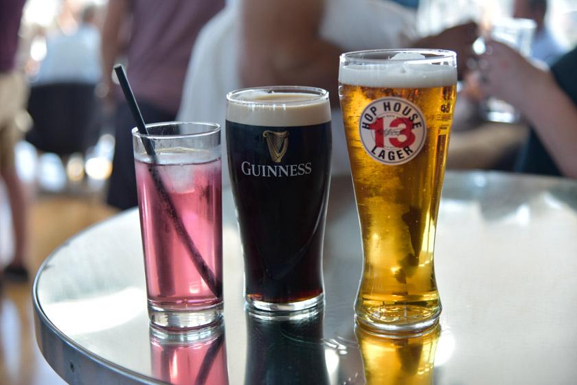 Bebiendo una Guinness en el Gravity Bar