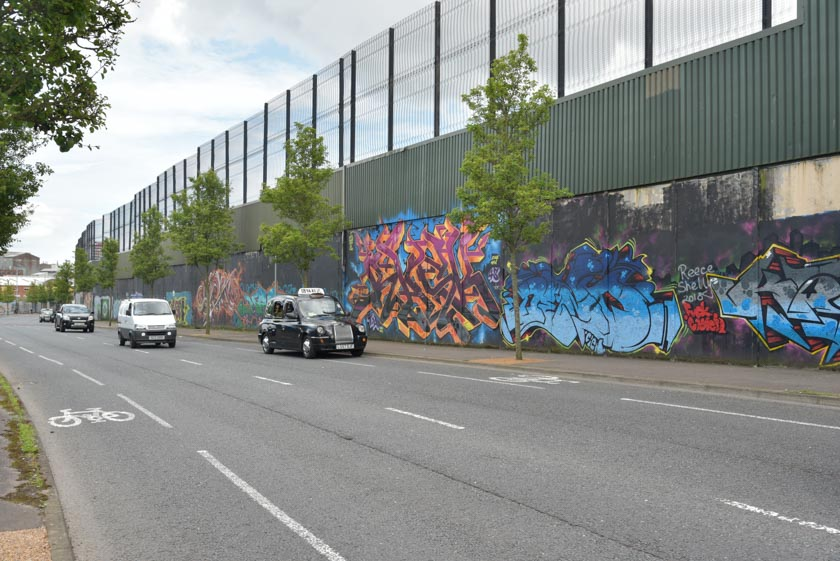 Recorriendo el Muro de la Paz de Belfast