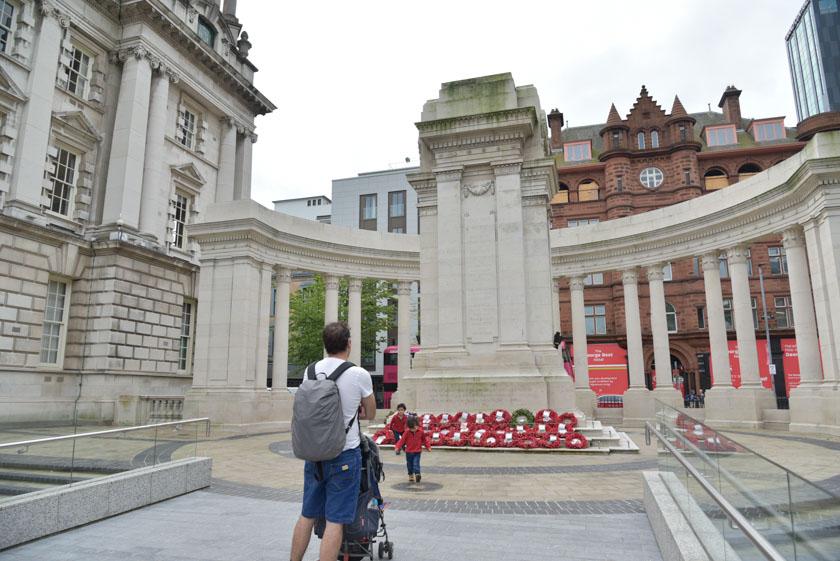 Monumento a las víctimas de las Guerras Mundiales en Belfast