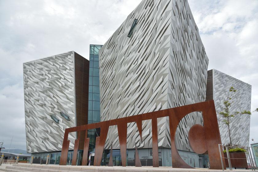 Vista exterior del Museo Titanic de Belfast