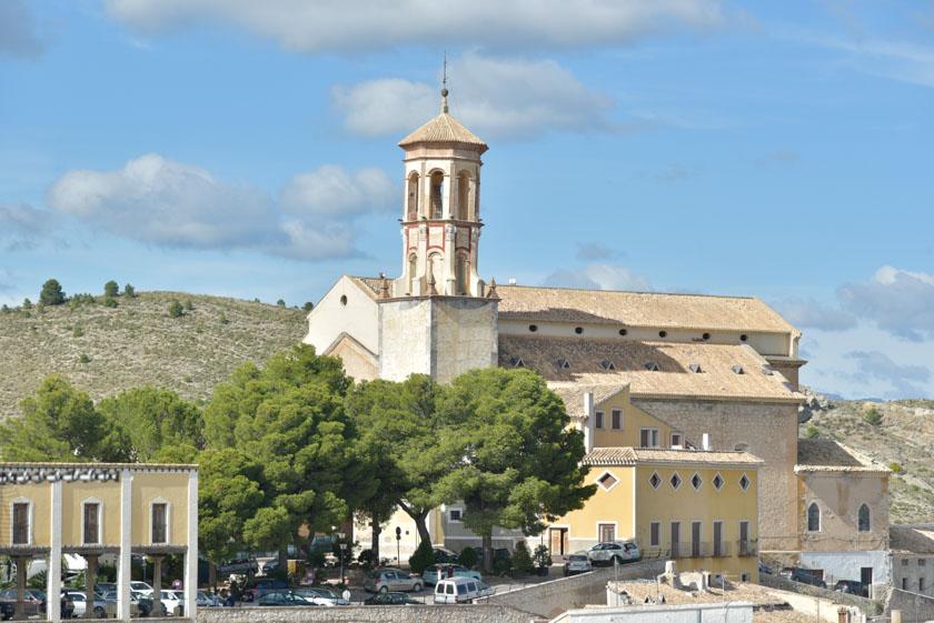 Iglesia de María Magdalena vista desde la plaza de la Iglesia de la Concepción