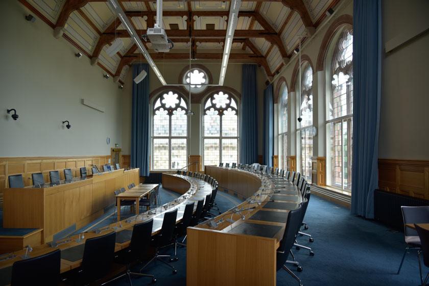 Salón de plenos del ayuntamiento de Londonderry