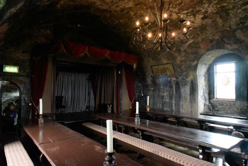 Interior del comedor del castillo de Dunguaire