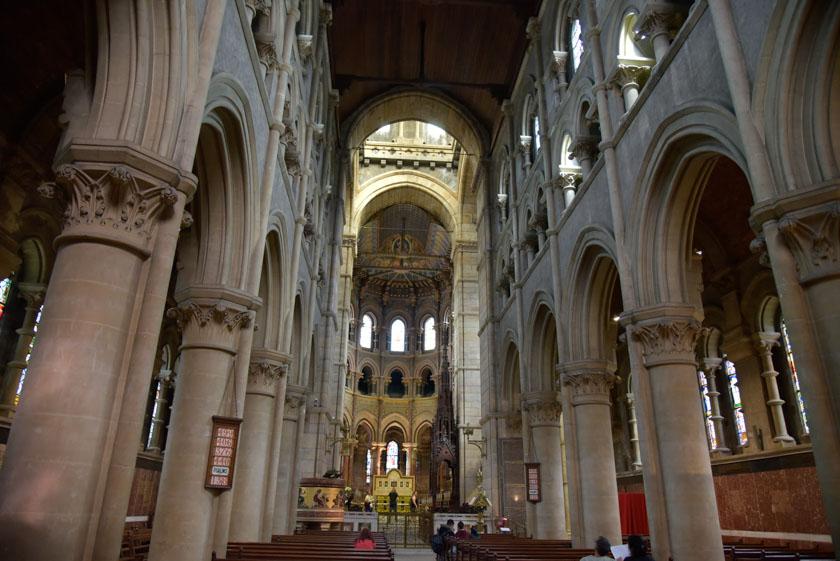 Precioso interior de la Catedral de Saint Finn Barre