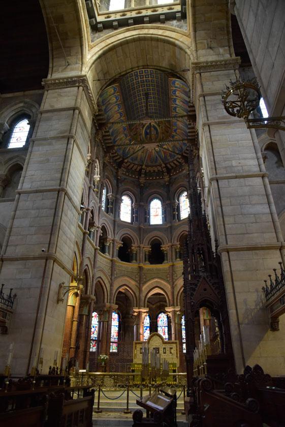 Bonito púlpito de Saint Finn Barre