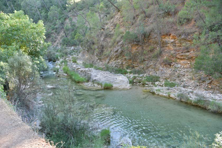 Caminando al lado del río Borosa