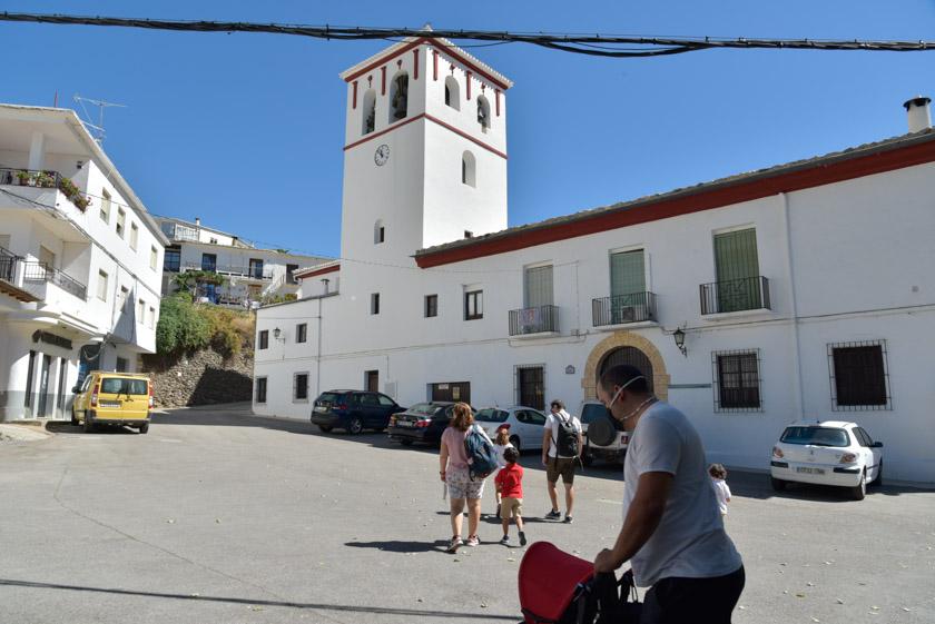 Fachada de la Iglesia de San Benito en Trevélez