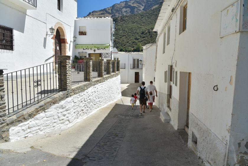 Paseando por las blancas calles de Trevélez