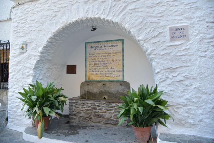 Una curiosa fuente en Pampaneira, la Fuente de San Antonio