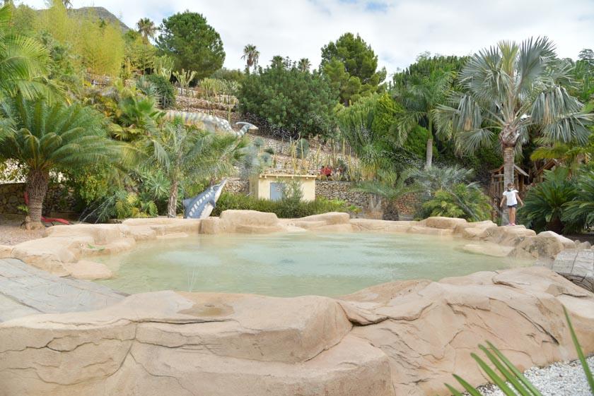 Si hace calor, tenemos a nuestra disposición una pequeña piscina