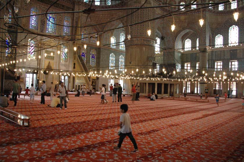 Paseando por el interior de la Mezquita Azul