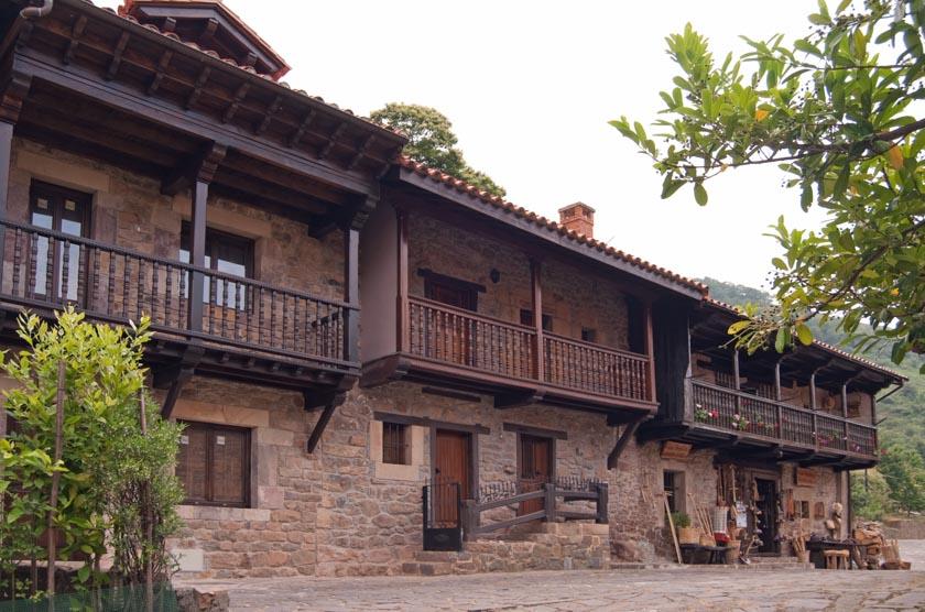 Bárcena Mayor, será un destino de nuestro viaje en coche a Cantabria