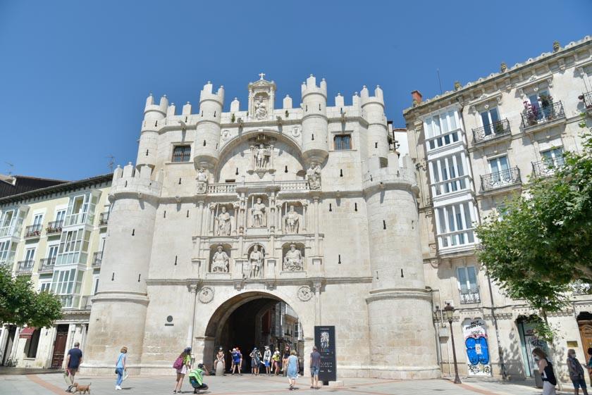 Portada del arco de Santa María en Burgos