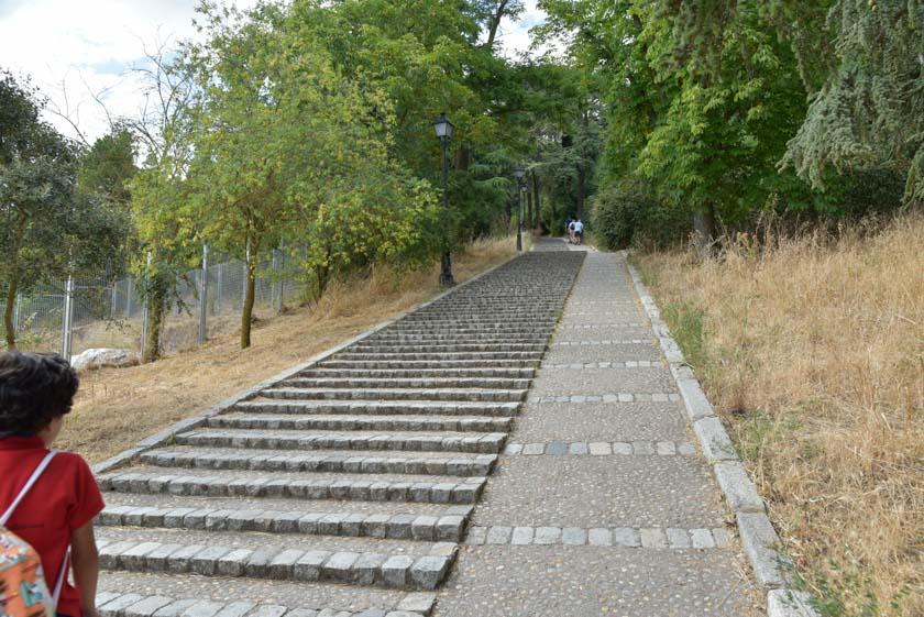 Escaleras del castillo de Burgos