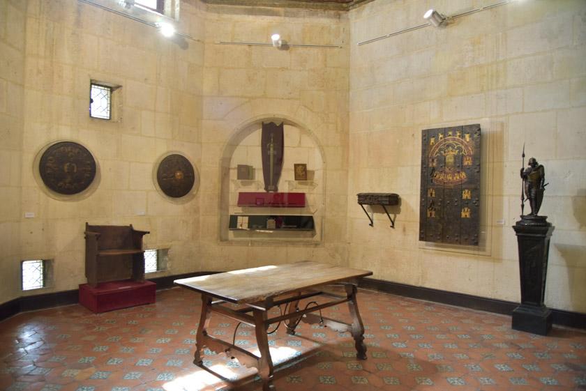 Visitando el interior del arco de Santa María