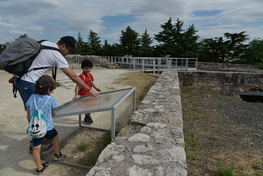Recorriendo las murallas del castillo de Burgos